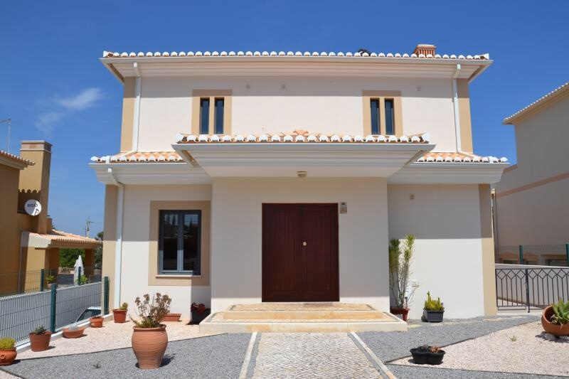 New villa available immediately for long term rental!!