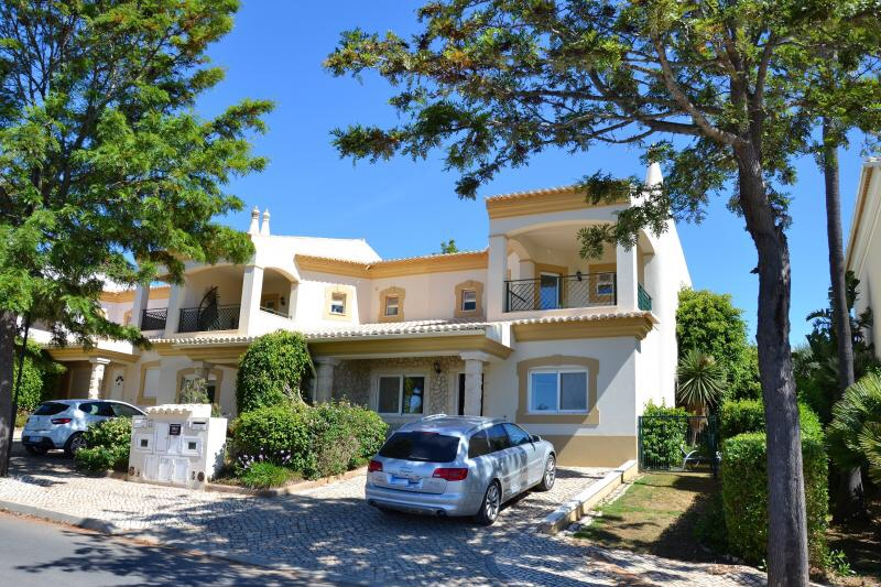 Beautiful 3 Bedroom Linked Villa! Available Immediately for Annual Rental!