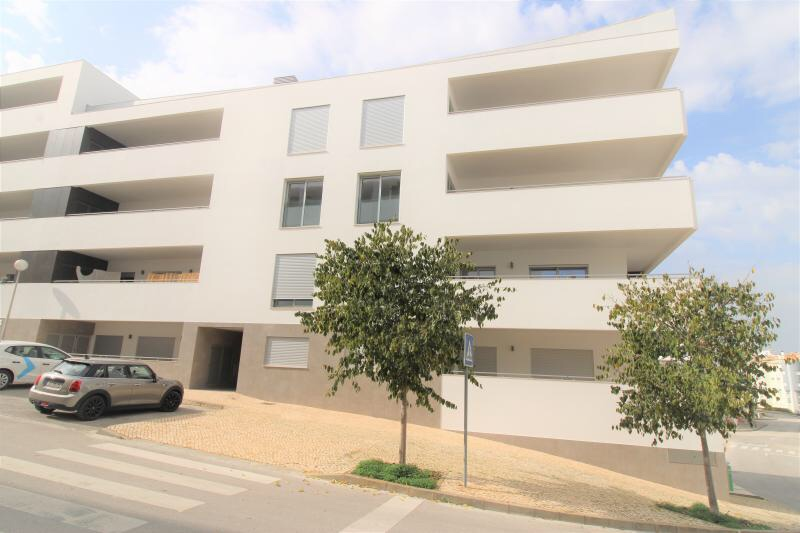 Available immediately! Unfurnished 3 bedroom apartment!