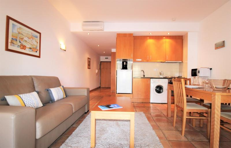 Available Immediately! 1 Bedroom Apartment for Annual Rental!