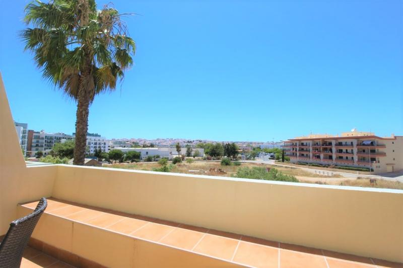 Ideally located 1 bed apartment, available immediately for annual rental!