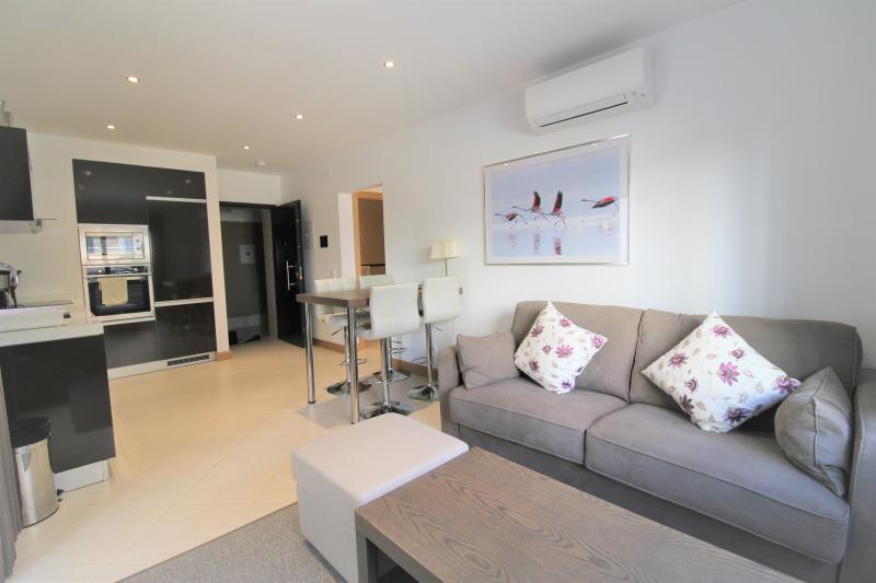 Fantastic 1 Bed Apartment! Available Immediately!!