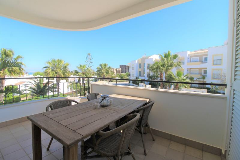 Available Immediately! Porto de Mos 2 Bed Apartment!